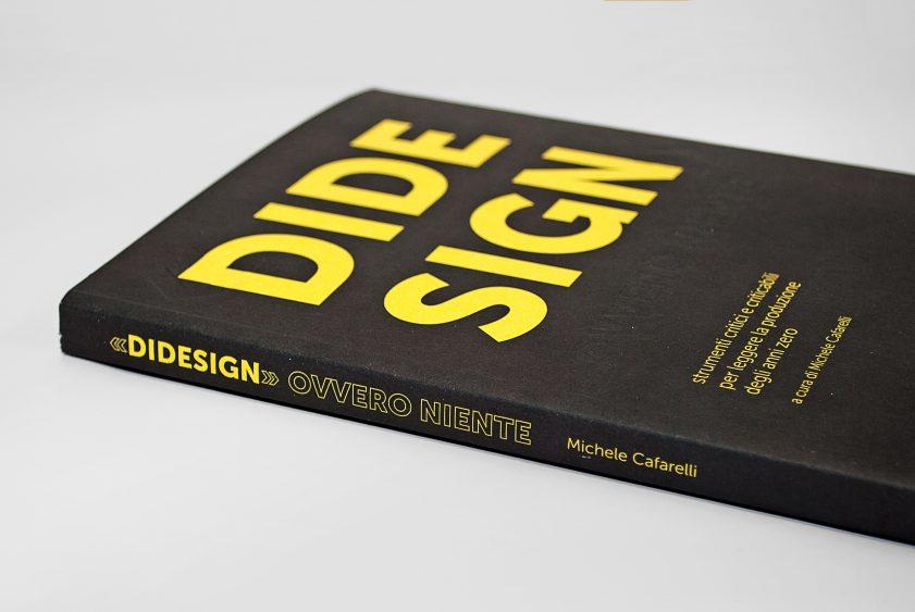 «DiDesign» ovvero niente è l'antologia critica sul design curata da lamatilde.